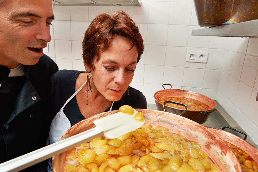 http://www.dornesaveurs.fr/uploads/images/Qui-sommes-nous/Clotilde-pascal-confiture.jpg